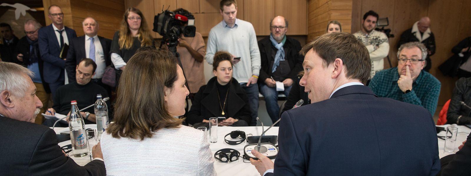 Stabwechsel beim 16. Gipfel der Großregion unter luxemburgischer Präsidentschaft: Ministerin Corinne Cahen und der saarländische Ministerpräsident Tobias Hans.