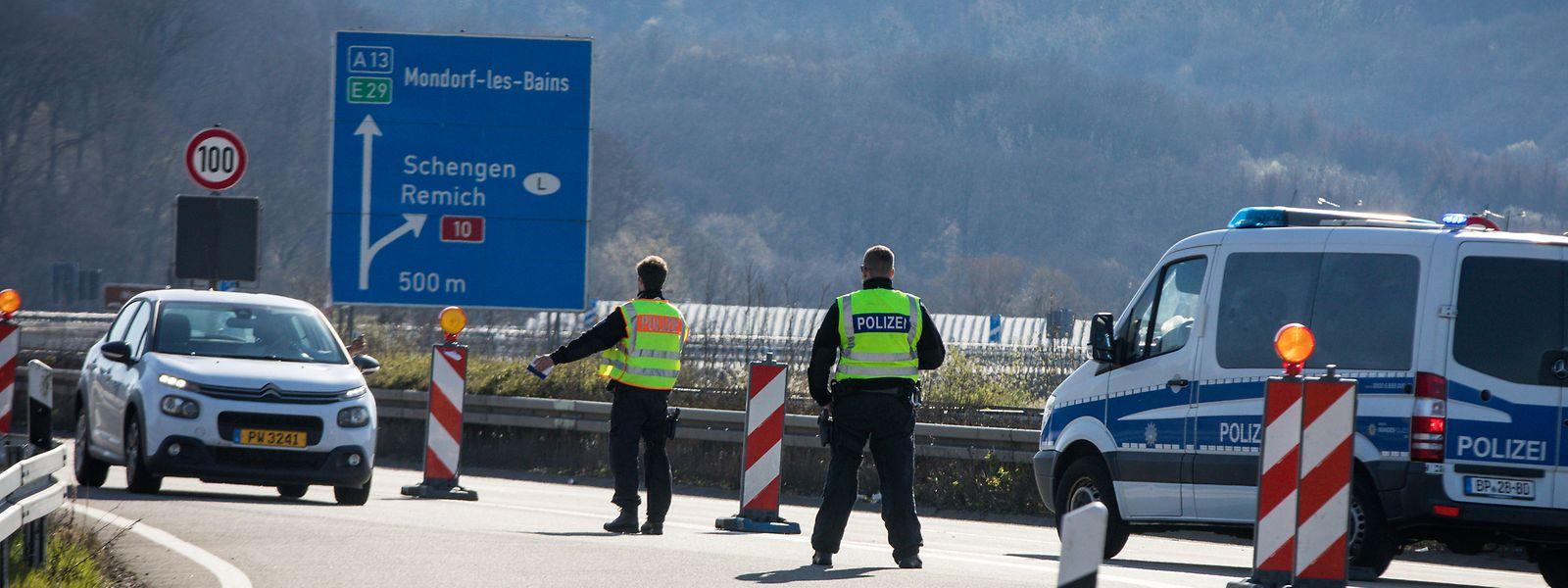 Parmi les effets néfastes de la crise sanitaire dénoncés par les syndicats et le gouvernement, le retour à la fermeture des frontières, décidée de manière unilatérale. Notamment par l'Allemagne.