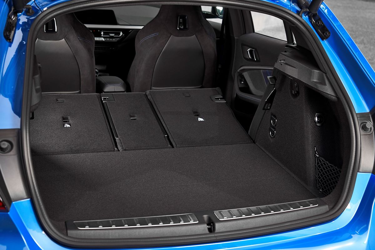 Hinten geht es eher praktisch zu: Der Kofferraum bietet mit 380 Litern sogar 20 Liter mehr Stauraum als der Vorgänger. Bei umgeklappten Rücksitzen sind es sogar 1 200 Liter.