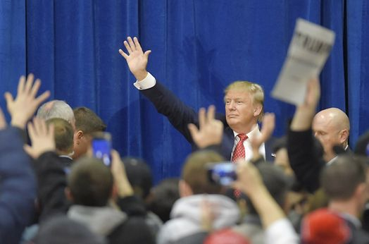 Meanwhile..U.S. Republican presidential candidate Donald Trump waves to the crowd as he leaves a campaign rally in Concord, New Hampshire January 18