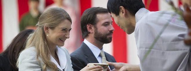 Auch die Mitglieder des großherzoglichen Hofs tragen zum positiven Markenimage Luxemburgs bei. Nicht umsonst begleitet das erbgroßherzogliche Paar gelegentlich Wirtschaftsmissionen im Ausland, wie 2014 nach Japan.
