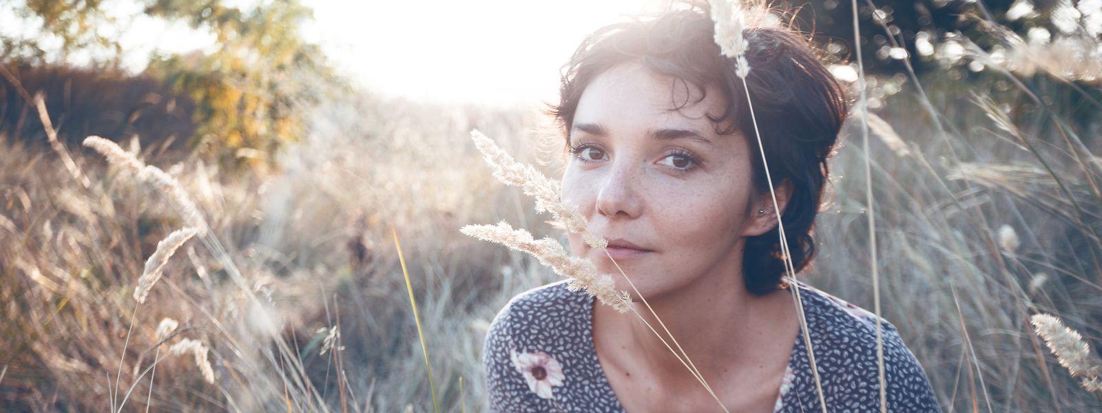 Auch auf Make-up wird zunehmend verzichtet und mehr Wert auf Inhaltsstoffe gelegt, die sowohl für den Körper als auch die Umwelt unbedenklich sind.