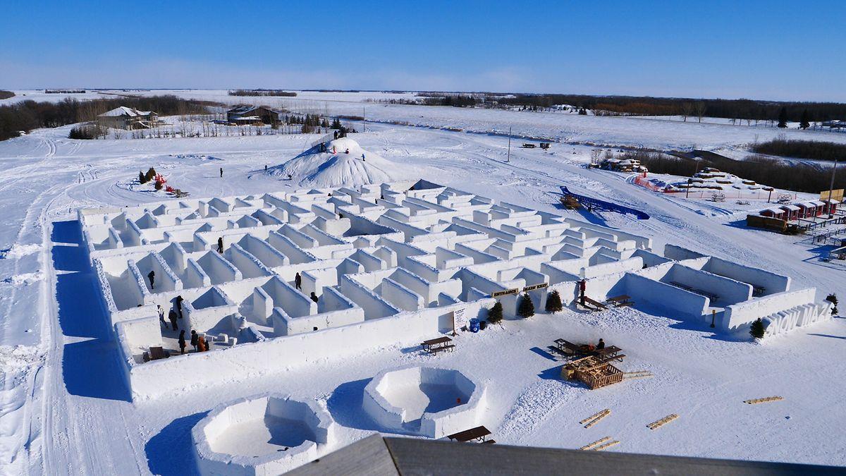 Le labyrinthe est fait de murs mesurant environ 1,80 m de haut. Au sol, la neige est tassée sur 50 cm afin d'éviter qu'elle ne fonde trop vite et que les visiteurs pataugent dans la gadoue.