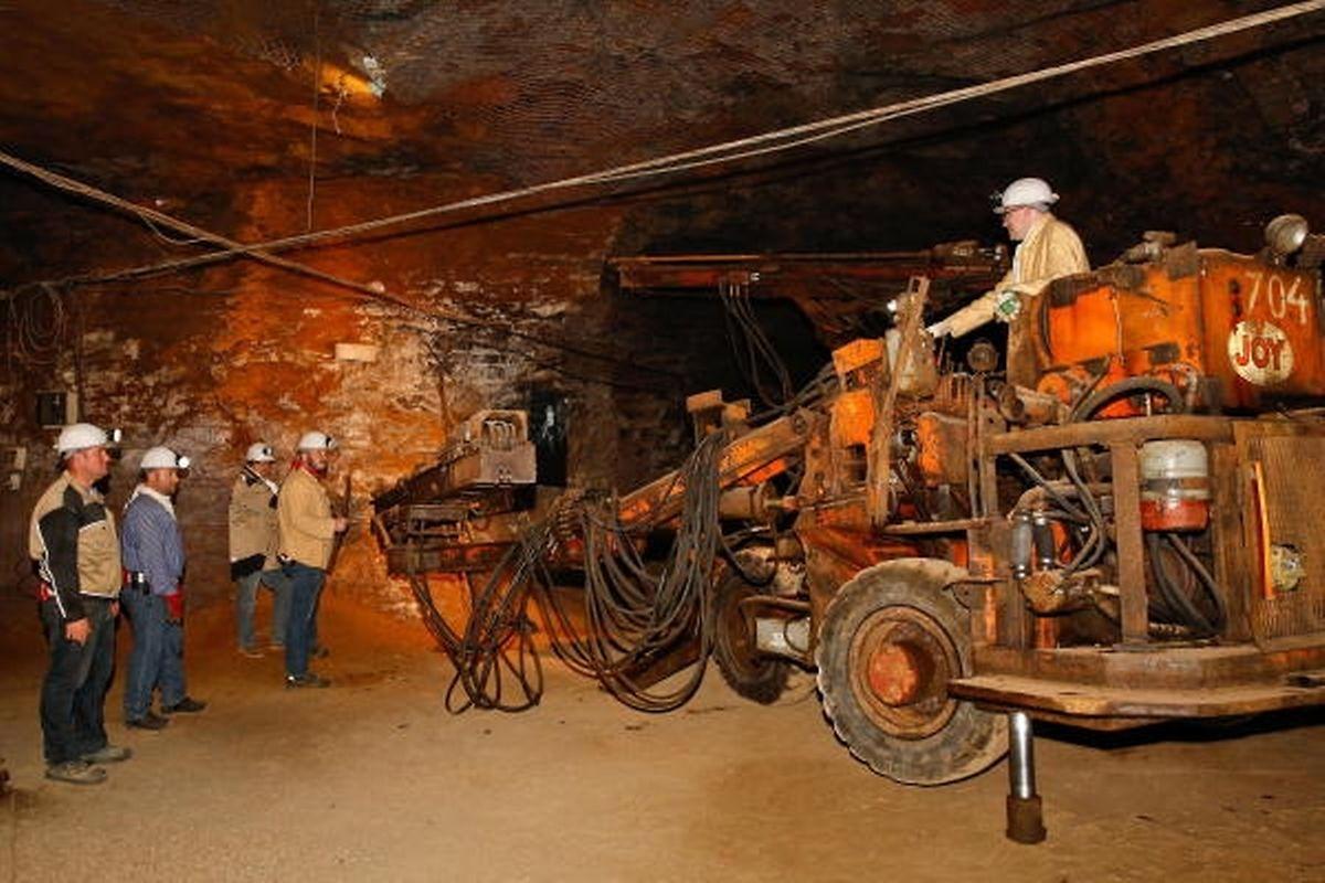 Anlässlich des Tags der Luxemburger Museen durften die Besucher zum ersten Mal in der Geschichte des Grubenmuseums einen Jumbo-Bohrwagen beim Ankerausbau (boulonnage) beobachten.