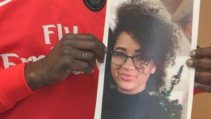 Screenshot from Nicematin shows a man holding a picture of a 17-year-old girl who was reported missing