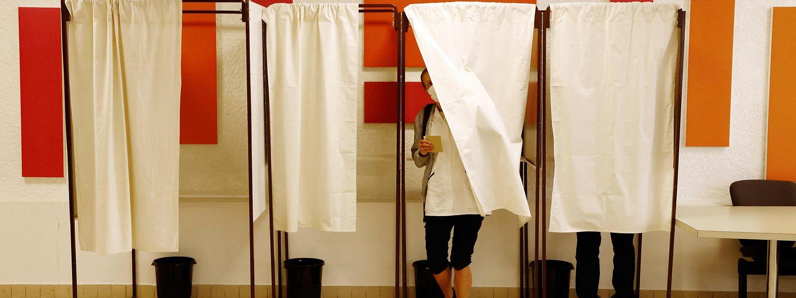 In Frankreich hat die erste Runde der Regionalwahlen begonnen.