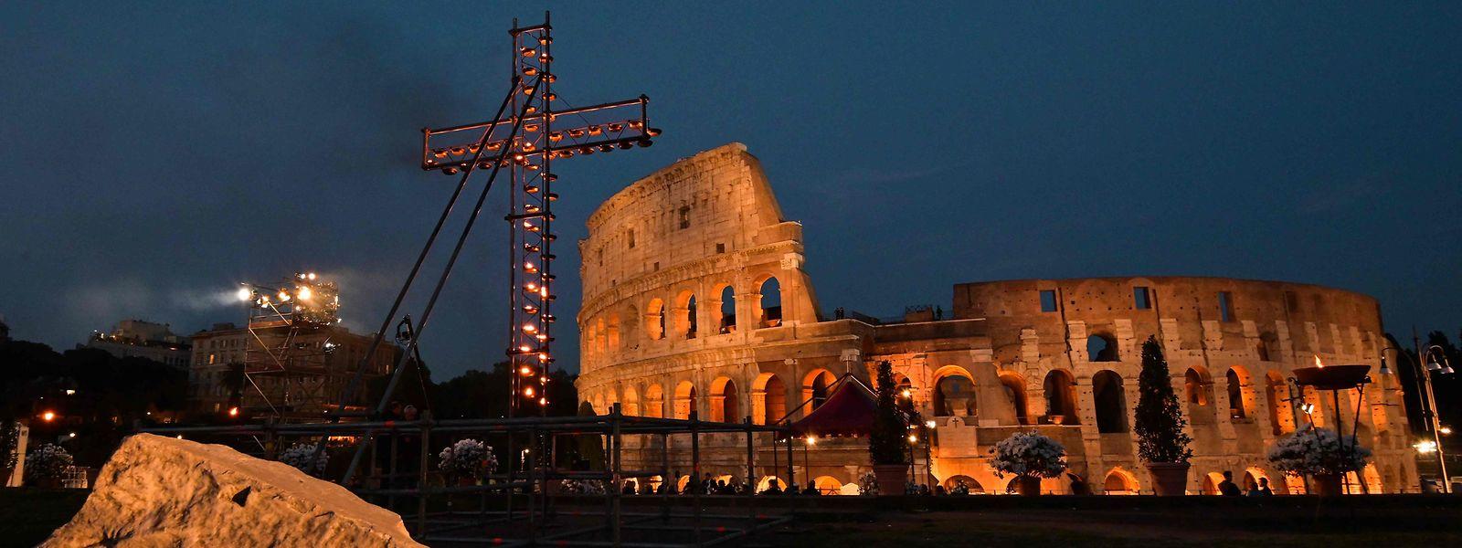 Die Kreuzwegprozession findet im Kolosseum statt.