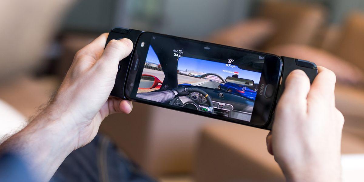 Das Moto Gamepad soll Smartphone und Konsole vereinen.
