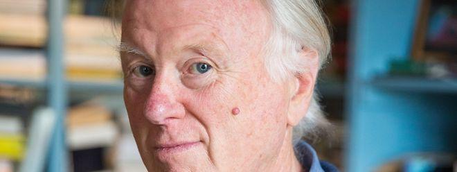 O escritor e filósofo Claude Schmit assina um romance em que o leit-motiv é a identidade nacional