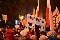 Ein rezenter Vorstoß der nationalkonservativen Regierung in Warschau wird von vielen Polen als versuchte Einschränkung der Pressefreiheit verstanden.