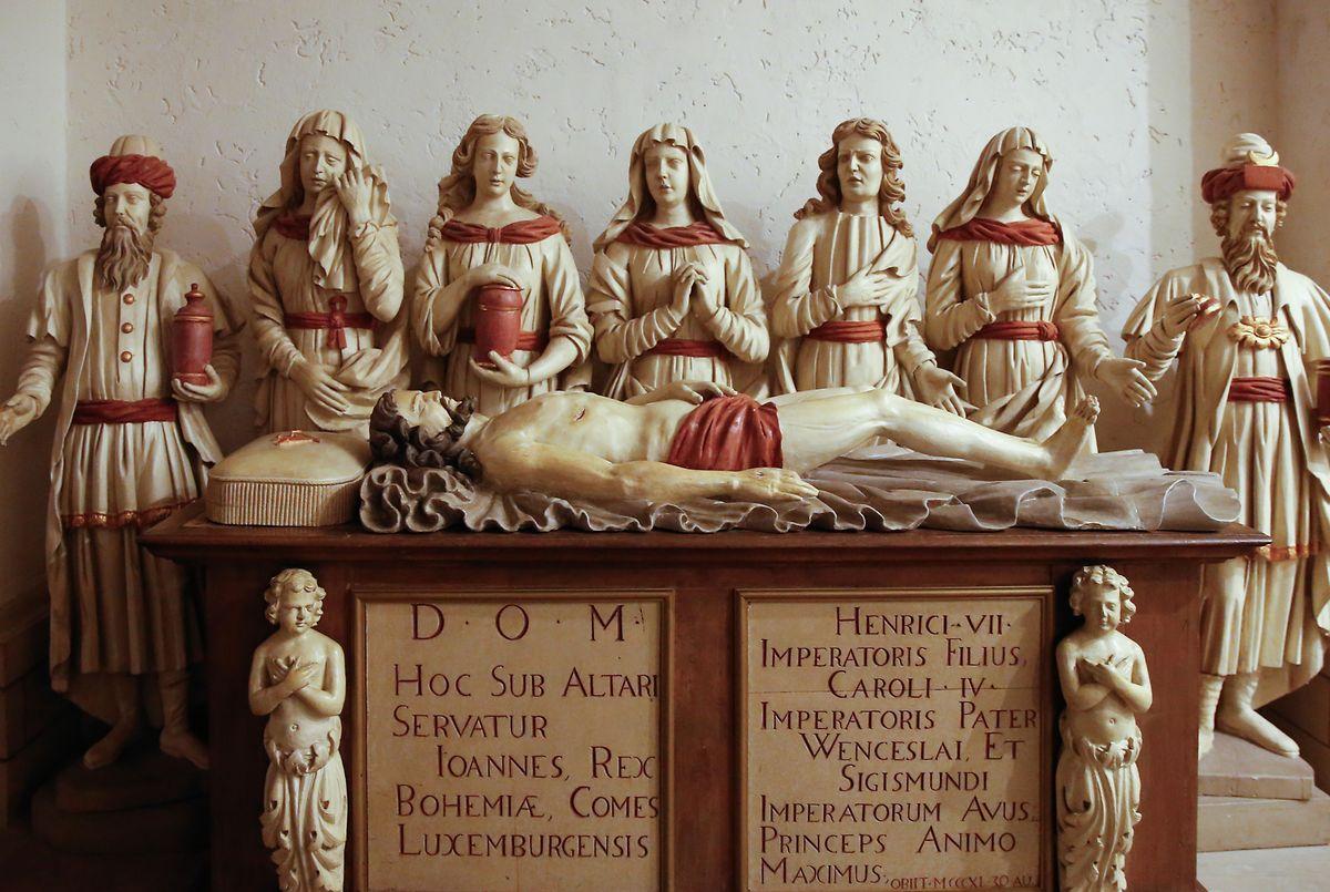 Auch Johann der Blinde, Graf von Luxemburg und König von Böhmen, hat in der Krypta seine letzte Ruhestätte gefunden .