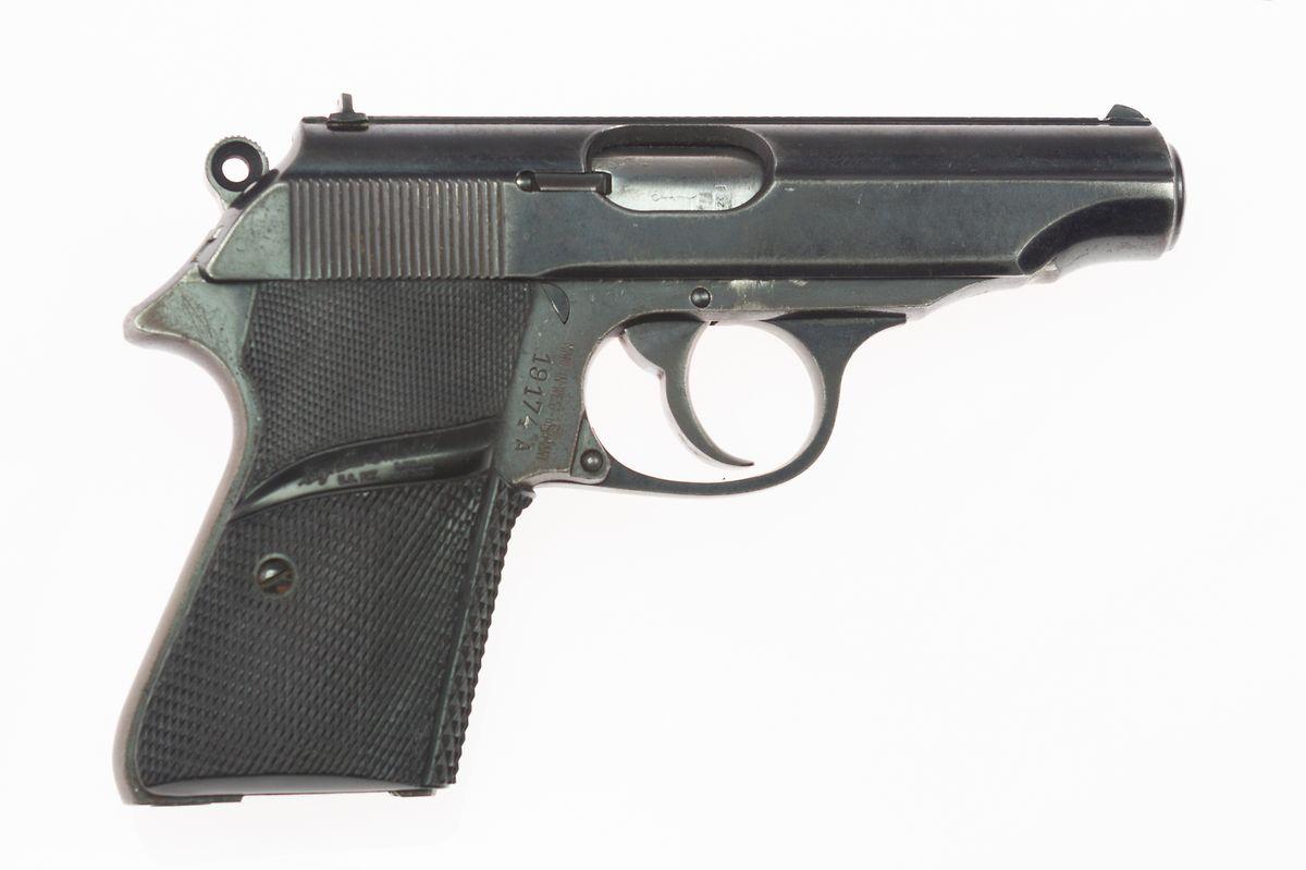 Bei der Waffe handelt es sich um eine Walther PP.