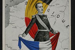 """""""Vous ne passerez pas!"""" Die Postkarte zeigt den König der Belgier, Albert der Erste. Die Postkarte stammt aus dem Nachlass von Jeanne Kons, Großtante von Theodor Schwartz, Besitzerin eines Hotels in Echternach. Sie erhielt während der gesamten Kriegsdauer Postkarten aus In- und Ausland von unterschiedlichen Hotelgästen."""