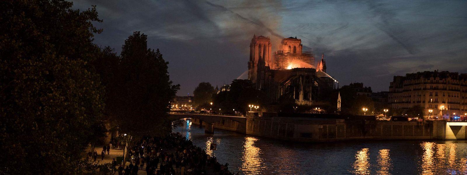 L'image de la cathédrale en feu durant de longues heures avait fait le tour du monde en avril 2019.