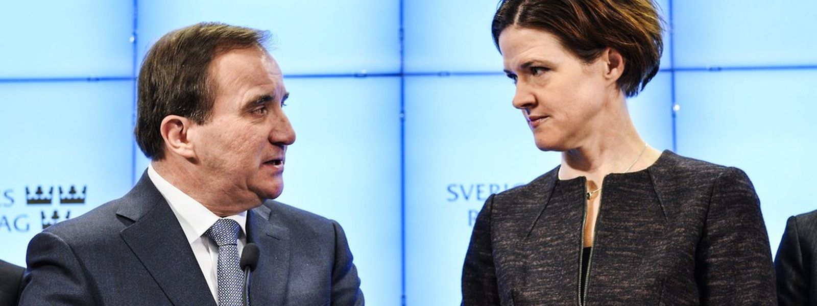 Stefan Loefven (l.) und Anna Kinberg Batra bei der Pressekonferenz.