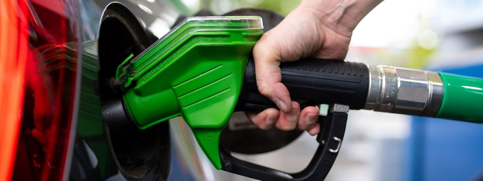 Beide Benzinsorten verteuern sich um 1,7 Cent je Liter.