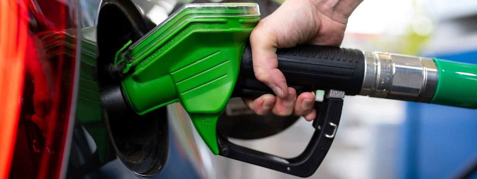 Alle Kraftstoffe werden in der Nacht auf Freitag teurer.