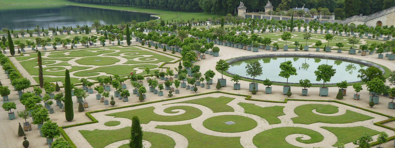 Die Versailler Gartenanlage wurde im Jahr 1661 im Auftrag von Louis XIV. errichtet und vom Landschaftsgestalter André Le Nôtre entworfen.