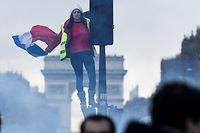 Manifestation des gilets jaunes sur les Champs-Elysées à Paris ce samedi.