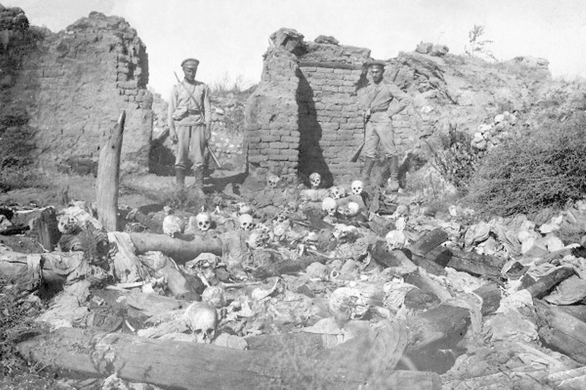 Bei den Massakern starben bis zu 1,5 Millionen Armenier. Das Foto entstand im Jahr 1915 in einem armenischen Dorf.