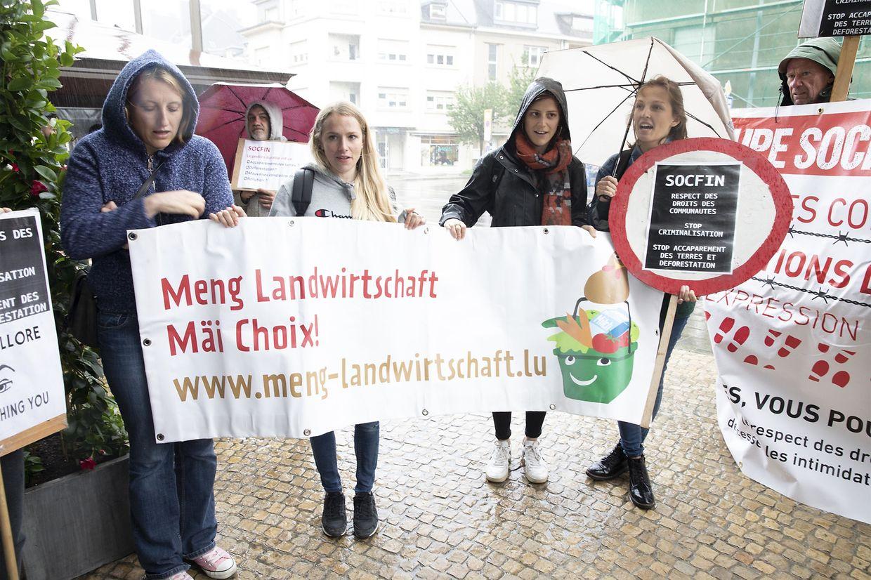Vor den Eingangstüren des Hotel Parc Belair an der Avenue du 10 Septembre in Luxemburg-Stadt fand am Dienstag eine Protestaktion statt.