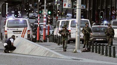 """Le terroriste marocain de 36 ans a été abattu, après être remonté dans le hall de la gare, quand il «s'est précipité sur un militaire en criant """"Allah Akbar""""»."""