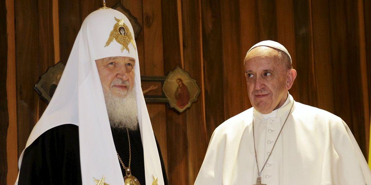 Papst Franziskus und der Patriarch Kyrill trafen sich in einem Saal des Flughafens in Havanna.