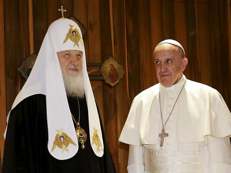 Pope Francis (R) looks at Russian Orthodox Patriarch Kirill during their meeting in Havana, February 12, 2016. REUTERS/Max Rossi        TPX IMAGES OF THE DAY