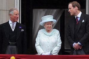 Prinz Charles, Queen Elizabeth II. und Prinz William während der Thronjubiläumsfeier. Foto: Any Rain