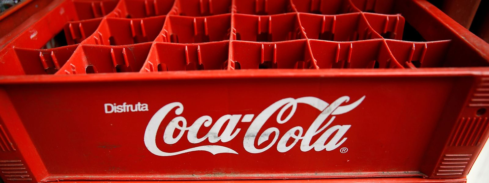 Leere Cola-Kästen: Weil der Rohstoff Zucker fehlt, muss die Produktion zeitweise eingestellt werden.