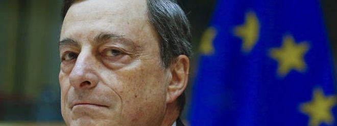 O presidente o Banco Central Europeu, Mario Draghi, espera para ver o impacto que as medidas anunciadas em Março terão na eocnomia