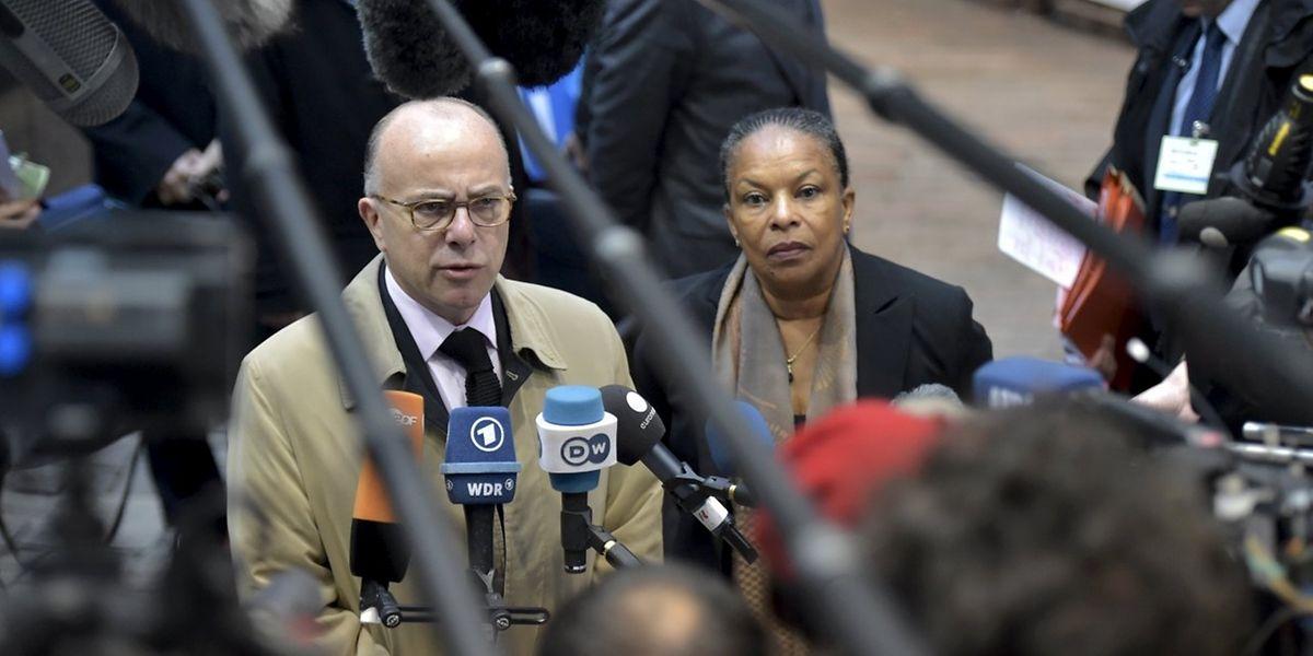 Le ministre français de l'Intérieur, Bernard Cazeneuve, et la ministre de la Justice, Christiane Taubira, au conseil extraordinaire à Bruxelles vendredi 20 novembre