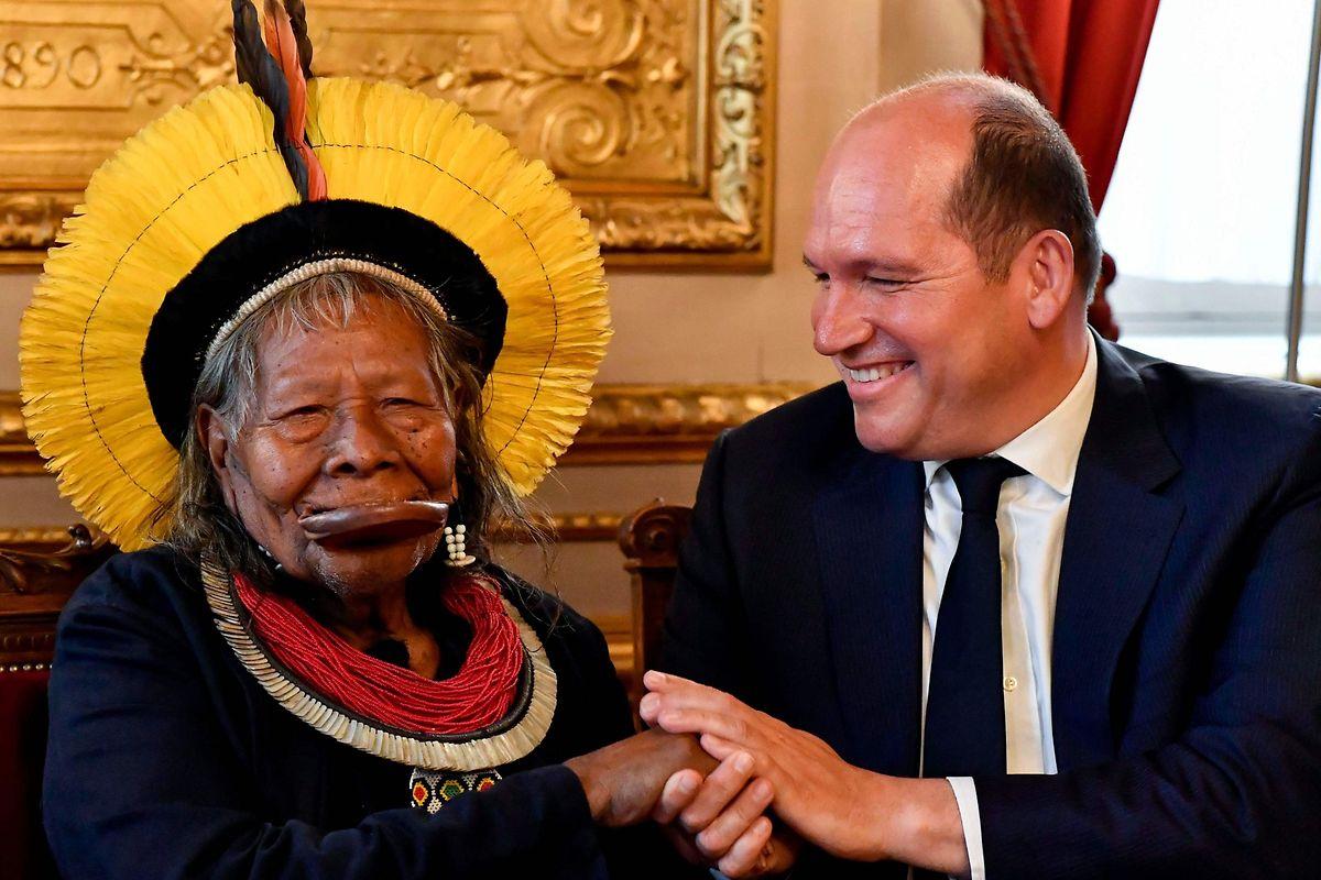 Le chef Raoni Metuktire a rencontré vendredi le bourgmestre de Bruxelles, Philippe Close.
