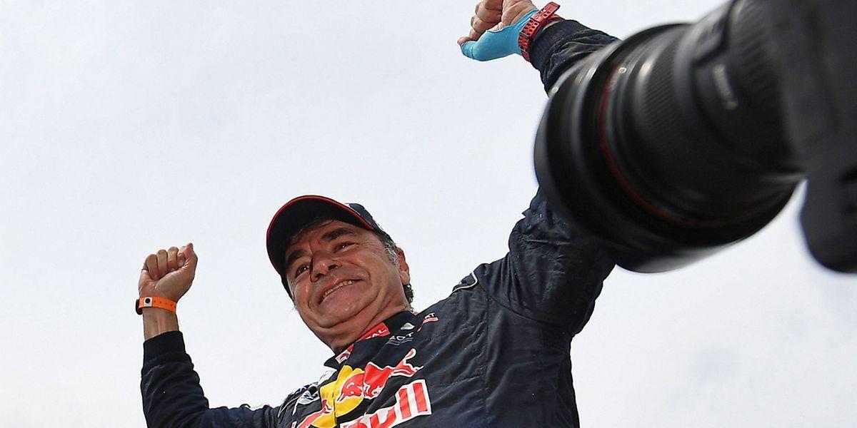 Carlos Sainz gewinnt die Rallye Dakar nach 2010 zum zweiten Mal.