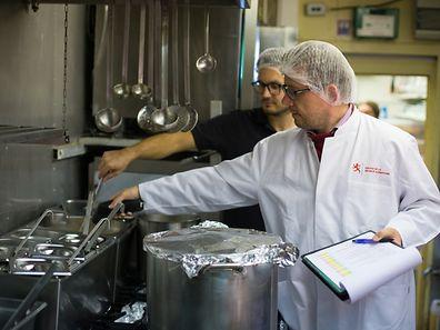 Kontrollgang mit der Division de la sécurité alimentaire - Restaurnt Kessel - Photo : PIerre Matgé