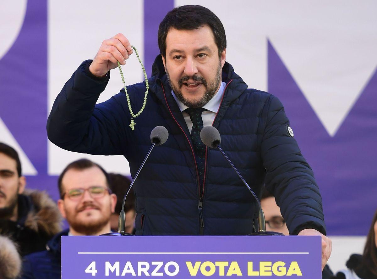 Der Lega Nord Politiker Matteo Salvini am Samstag auf der Piazza Duomo vor seinen Anhängern.