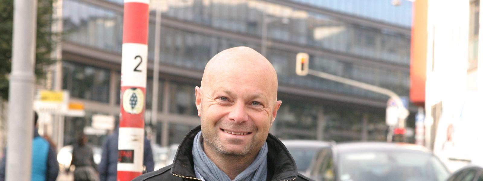 Olivier Razemon: «Les employeurs sont très contents -en tout cas quand ils réfléchissent sur le sujet- parce que les salariés à vélo ont une plus grande fraîcheur quand ils arrivent le matin».