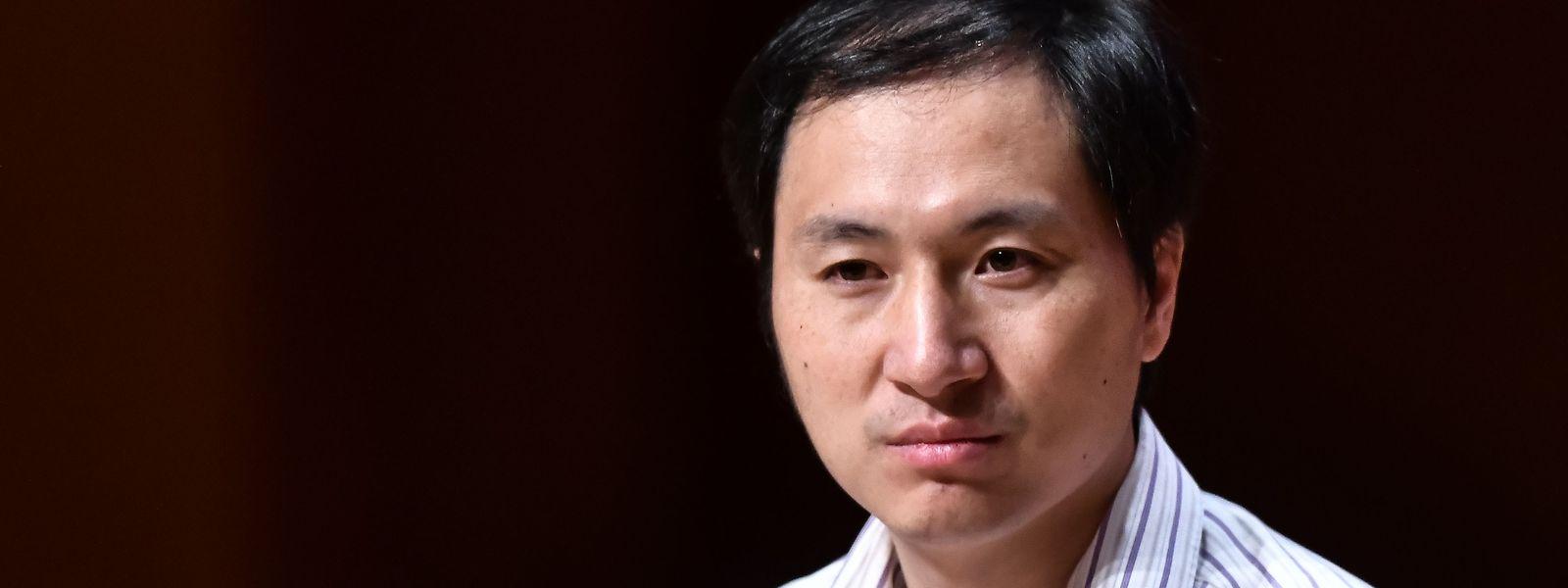 He Jiankui e a sua equipa anunciaram o nascimento de duas gémeas cujo ADN foi alterado para prevenir uma possível infeção por VIH/Sida.