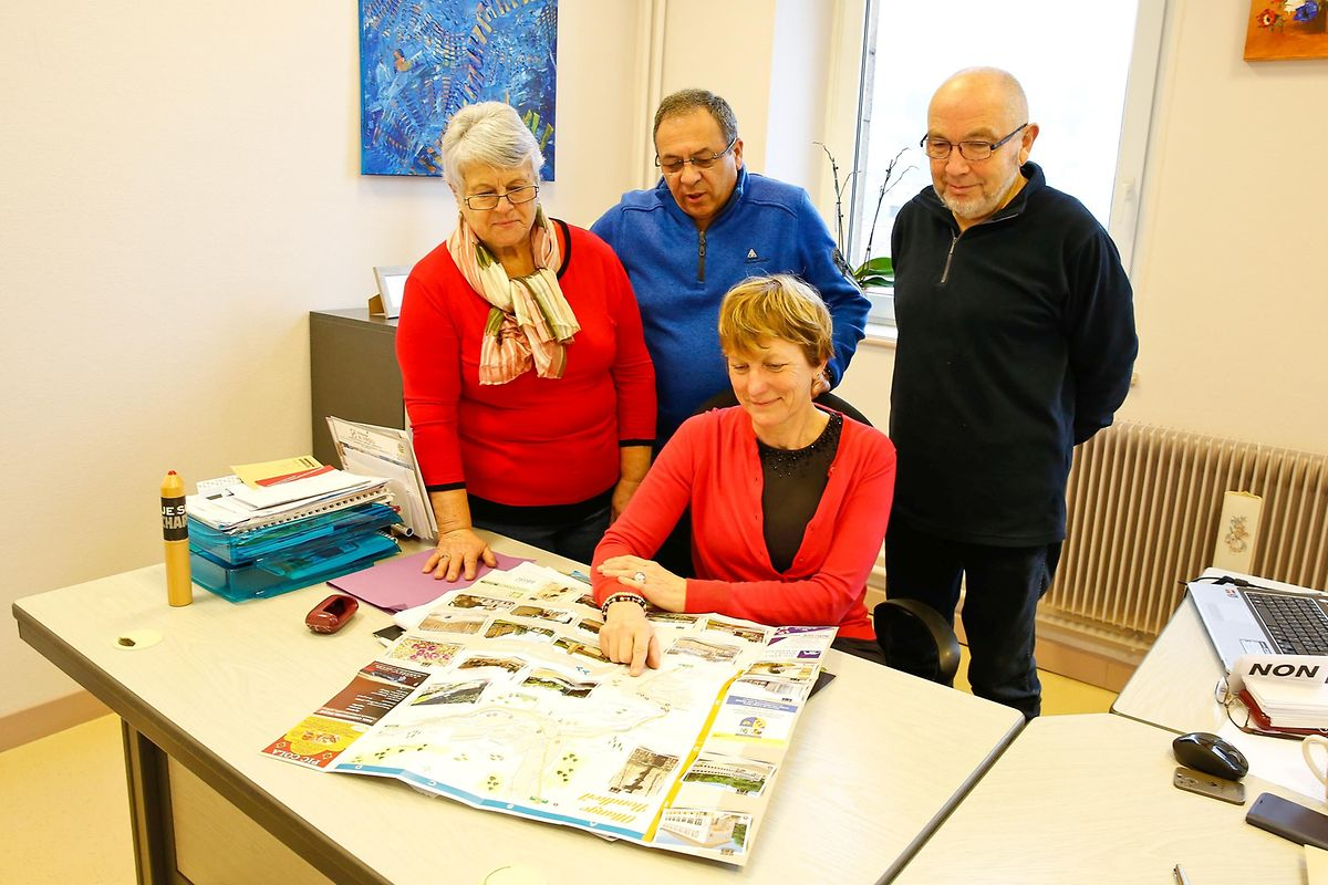 Für Bürgermeisterin Fabienne Menichetti (mitte), die Schöffen Marie-France Padeletti und Gérald Mattucci sowie Gemeinderat Claude Pinck (v.l.n.r.) ist der künftige Windpark ein Segen für die Gemeindekasse.