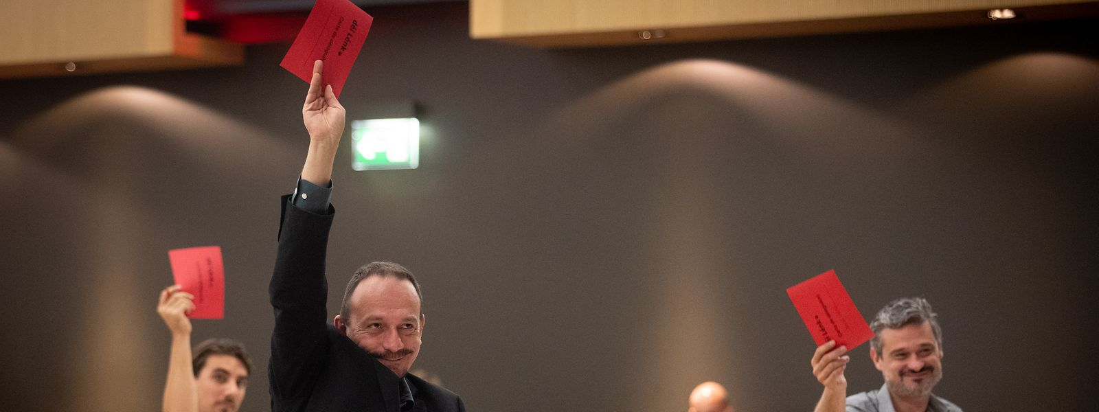 Le parti de gauche a brandi un carton rouge à l'adresse du gouvernement à l'occasion de son congrès annuel