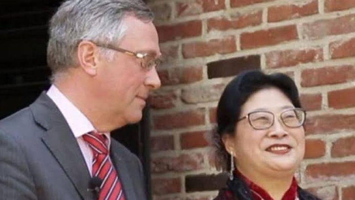 L'ambassadeur belge en Corée du Sud, Peter Lescouhier, et son épouse Xiang Xueqiu