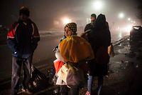 Trotz des winterlichen Wetters kommen Flüchtlinge über das Meer nach Europa.