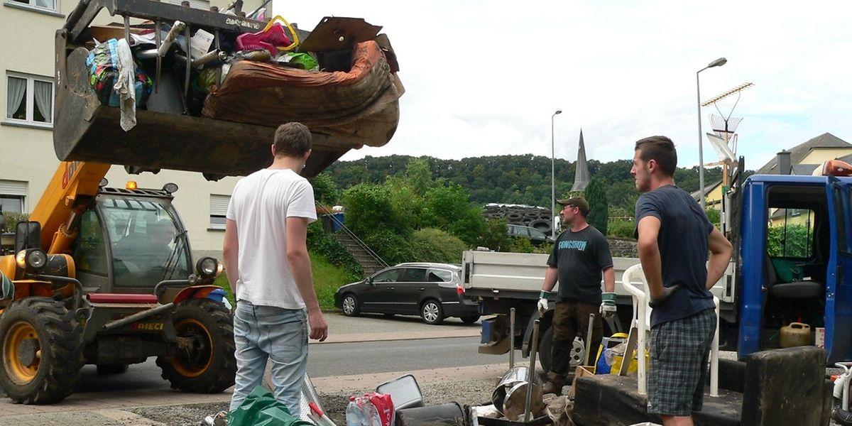 Die Aufräumarbeiten, wie hier einige Tage nach der Katastrophe in Reisdorf, sind in vielen der Häuser nun abgeschlossen.