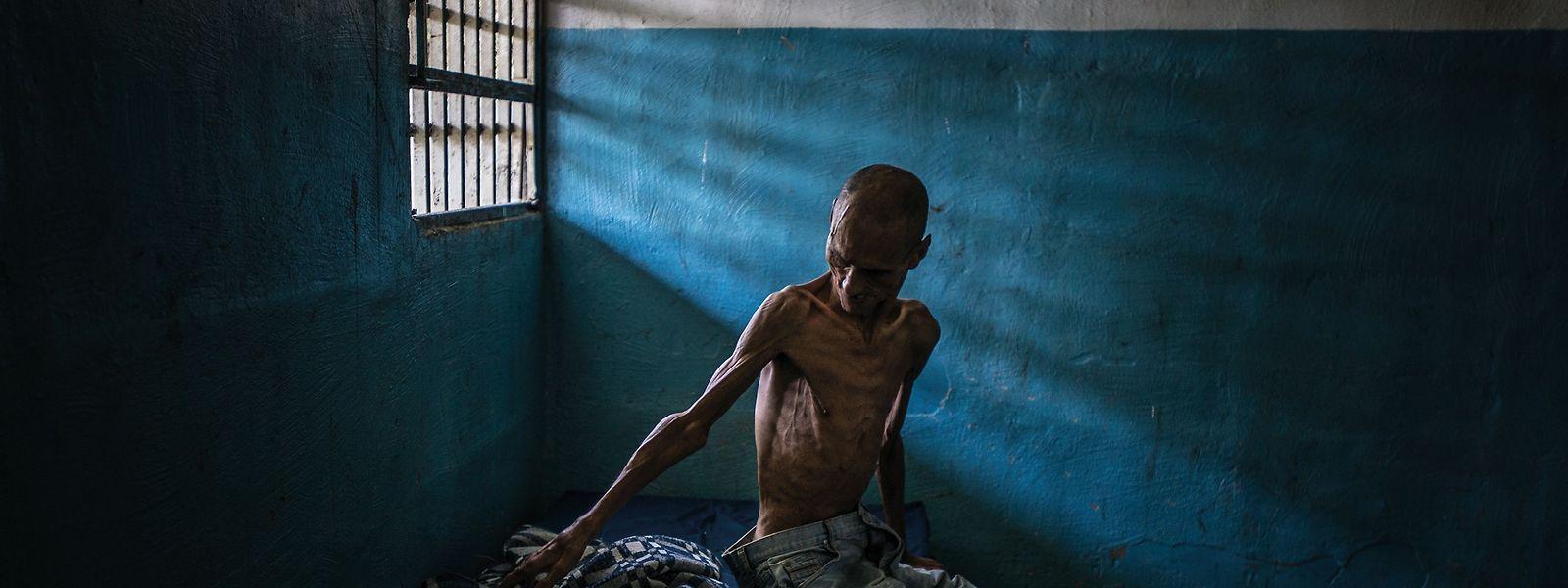 Mal traurige, mal grausame und dabei stets wahre Momentaufnahmen: Omar Mendoza, einer der Patienten einer psychiatrischen Klinik in Barquisimeto in Venezuela.