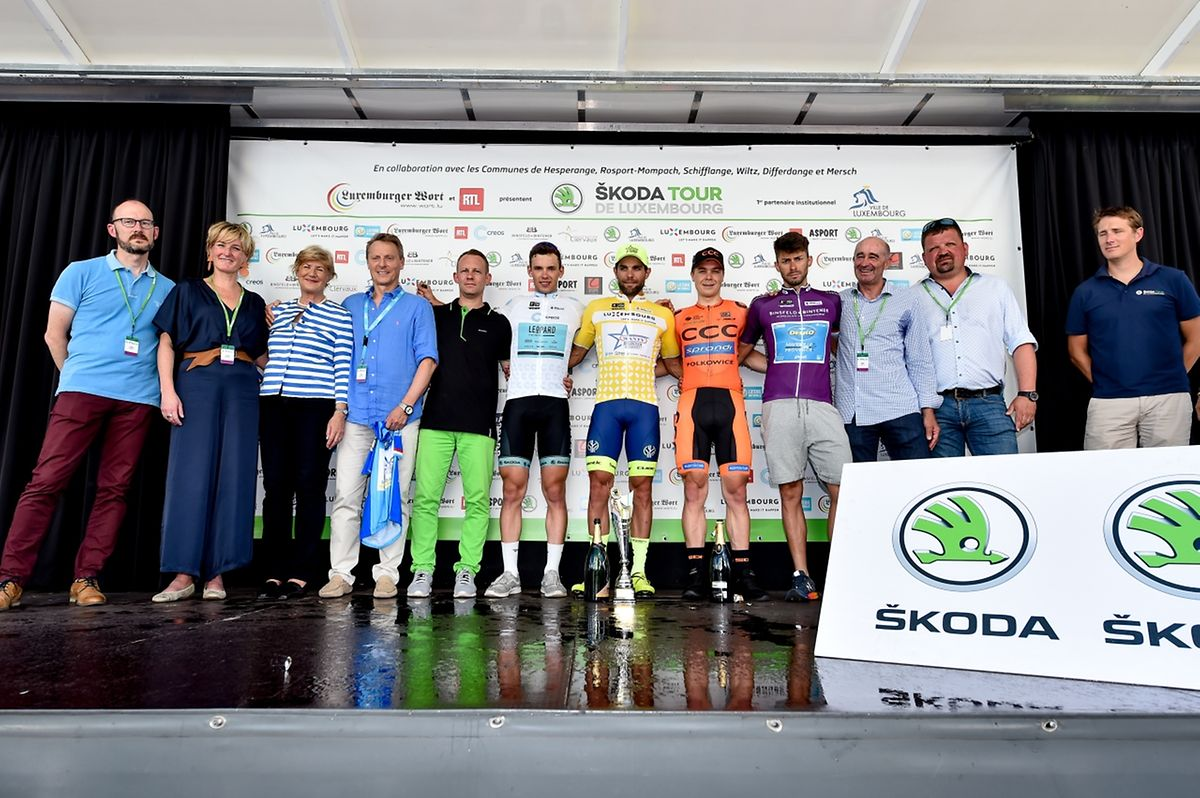 Le podium final du SkodaTour 2018 avec de gauche à droite: Pit Leyder (maillot blanc de meilleur jeune), Andrea Pasqualon (jaune), Jan Tratnik (2e du général) et Mauro Finetto (meilleur grimpeur).