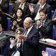 12.09.2018, Berlin: Martin Schulz, ehemaliger SPD-Parteivorsitzender, spricht bei der Generaldebatte im Deutschen Bundestag. Hauptthema der 48. Sitzung der 19. Legislaturperiode ist der von der Bundesregierung eingebrachte Entwurf des Bundeshaushaltsplans 2019 und der Finanzplan des Bundes 2018 bis 2022 mit der Generaldebatte zum Etat des Bundeskanzleramts. Foto: Kay Nietfeld/dpa +++ dpa-Bildfunk +++