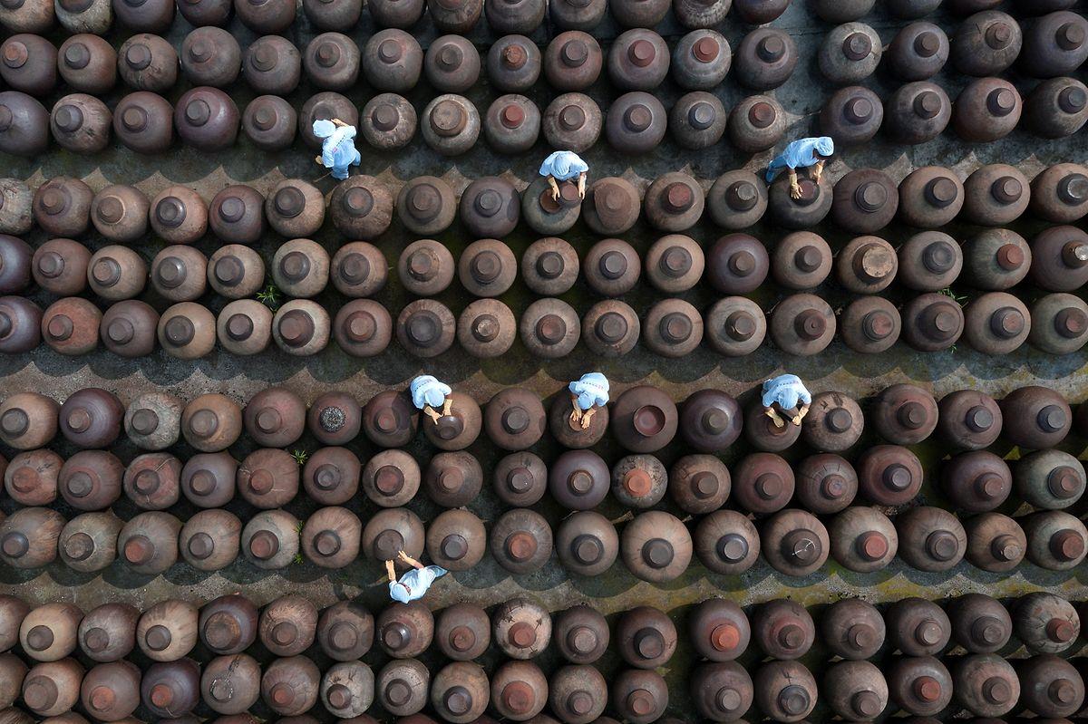 Unidade de produção de molho de soja, na China.