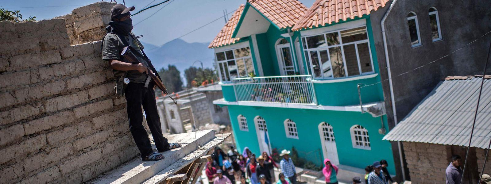 Im Dorf Ayahualtempa wie in den meisten mexikanischen Kommunen gehören Gewalt und Schwerbewaffnete zum Alltag.
