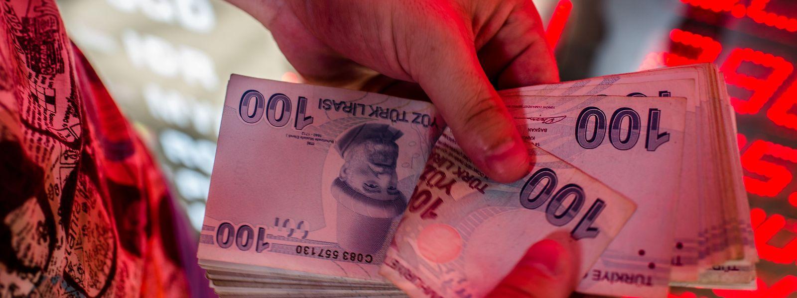 Mit billigen Krediten fördert die Regierung über die Staatsbanken den privaten Konsum und die Investitionen.