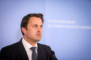 Xavier Bettel addresses those gathered for an extraordinary meeting of the governing council